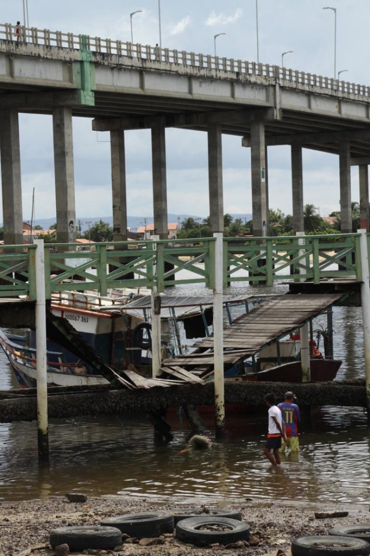 Estrutura tem mais de 20 anos e não recebia manutenção, segundo moradores.