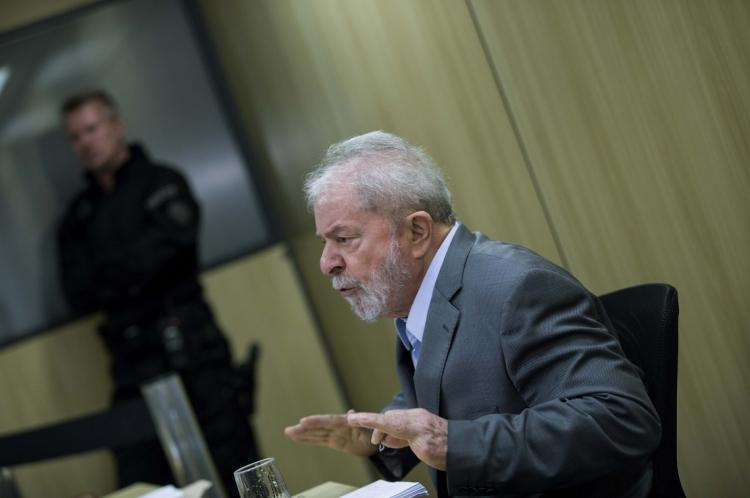 CURITIBA, PR, 26.04.2019: LULA-ENTREVISTA - O ex-presidente Lula concede entrevista exclusiva à Folha e ao jornal El País, na sede da Polícia Federal, em Curitiba, onde o petista está preso, nesta sexta-feira. (Foto: Marlene Bergamo/Folhapress)