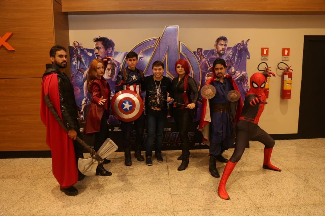 Capitão América, Thor, Viúva Negra, Doutor Estranho, Homem Aranha, Feiticeira Escarlate são alguns dos heróis disponíveis para o registro
