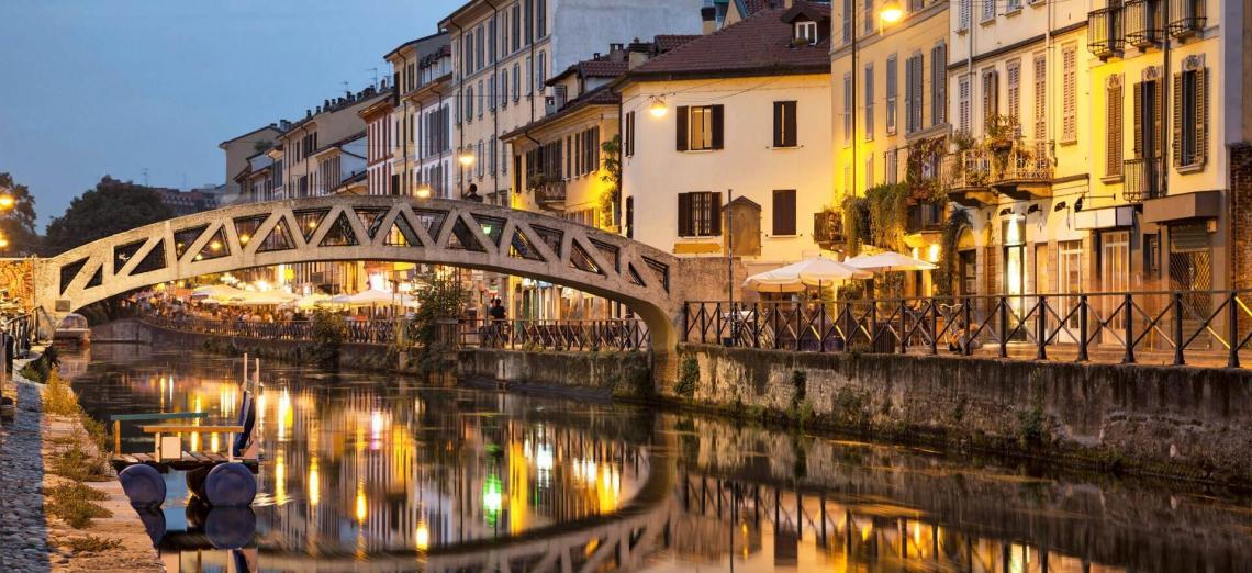 Os canais de Naviglli, projetados ainda no século XV por Leonardo da Vinci são atualmente ponto de encontro na noite milanesa
