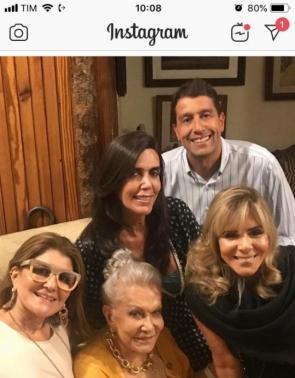Carmen Arruda com os filhos Iná Cristina, Iná Walquíria, Iná Valéria e Gony Arruda