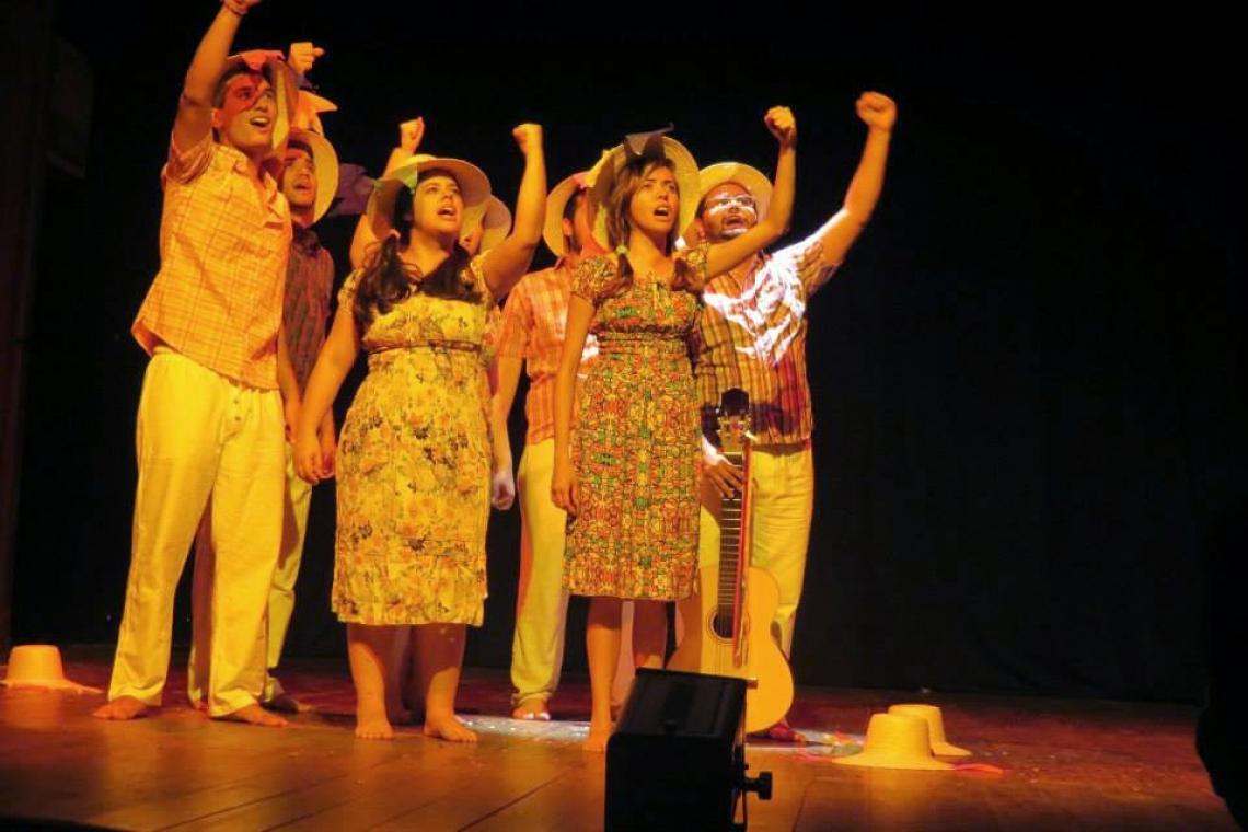 Quinta-feira, 9, o Grupo Verso de Boca apresenta o Concerto de Poesia e bate-papo às 19 horas.
