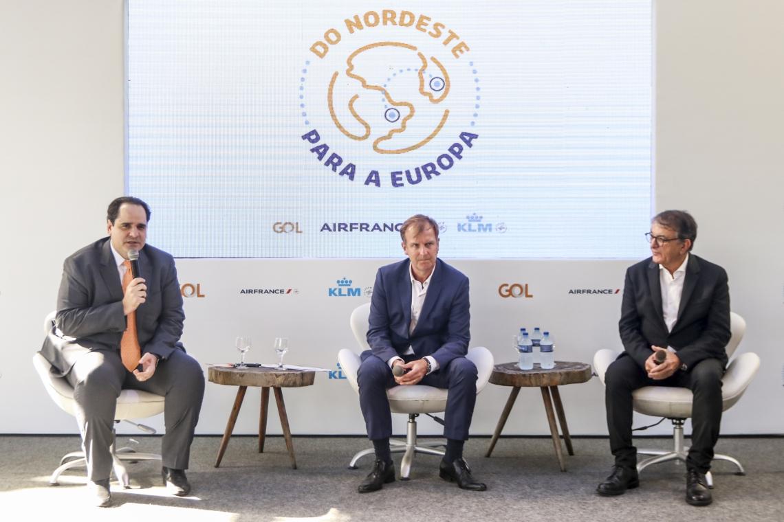EDUARDO Bernardes (Gol), Jean-Marc Pouchol (Air France-KLM) e Arialdo Pinho (Setur)