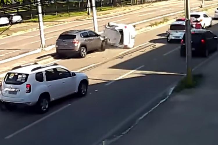 Colisão envolveu vários veículos na Washington Soares