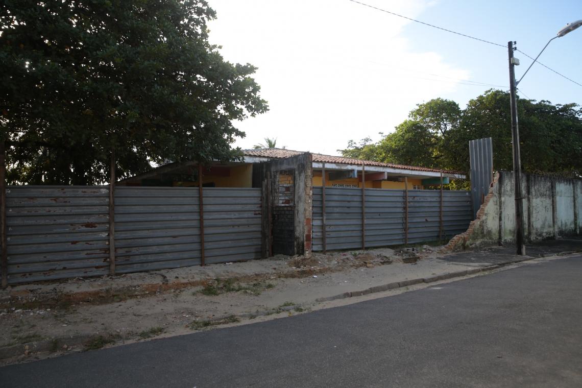 Parte do muro do local caiu no fim do mês passado