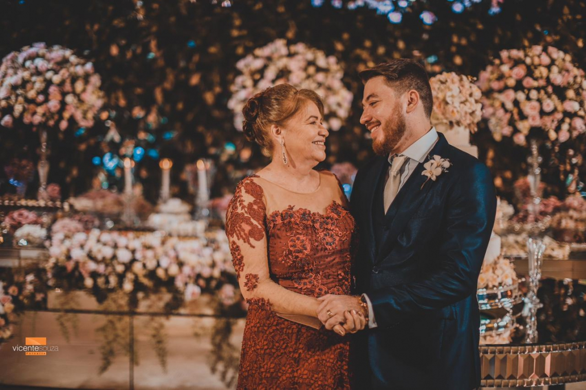O noivo ao lado de sua Mãe, Maria Lica