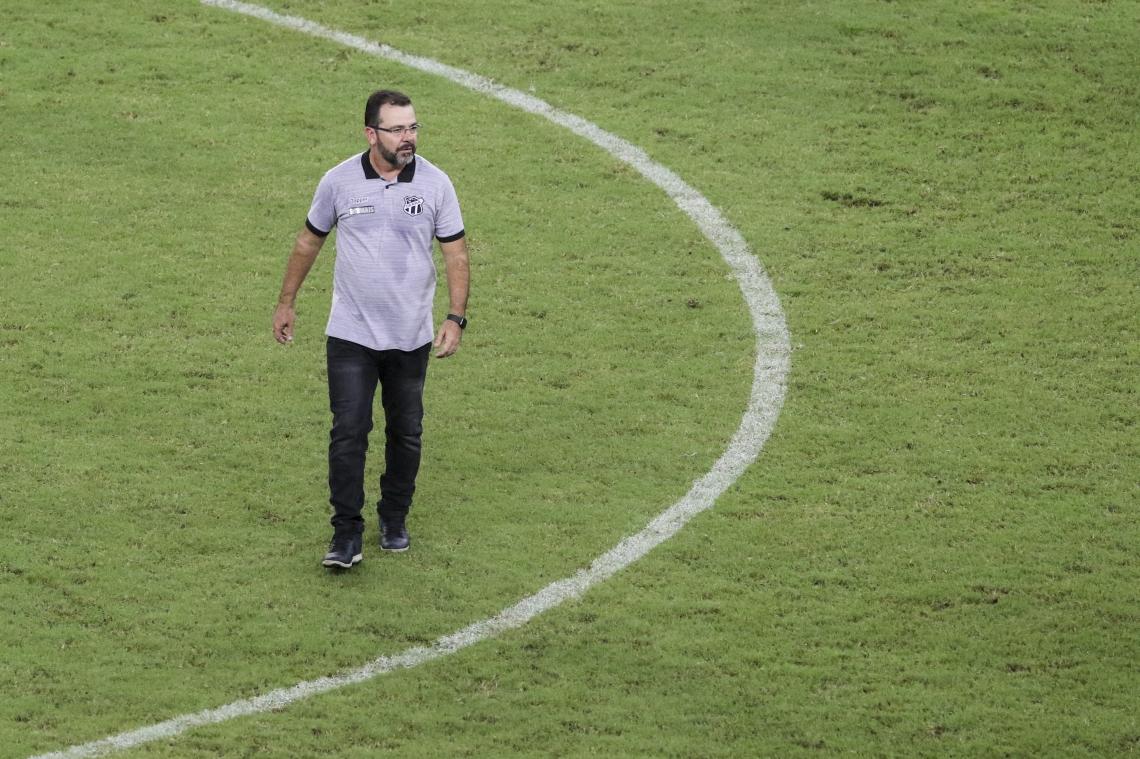 Enderson pediu um tratamento igualitário com os técnicos, independente do clube ou nacionalidade