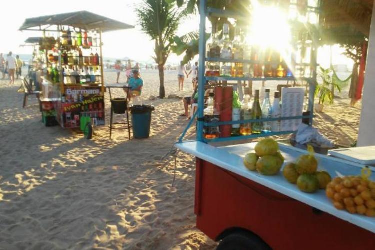 Praia das Caipirinhas, descendo na Rua Principal de Jericoacoara.