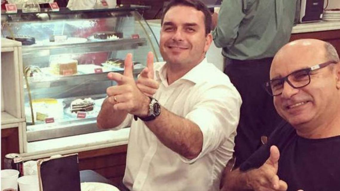 Flávio Bolsonaro e Queiroz são investigados