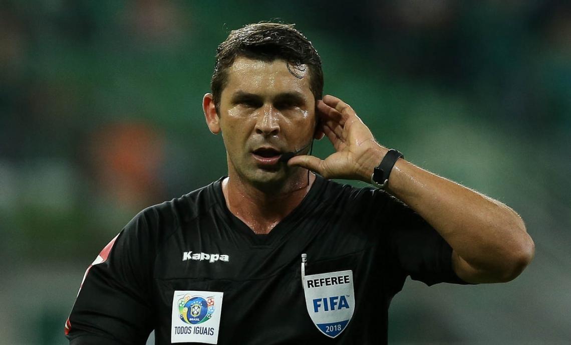 Reway é árbitro FIFA e apitou o jogo entre Botafogo x Fortaleza, no Engenhão.