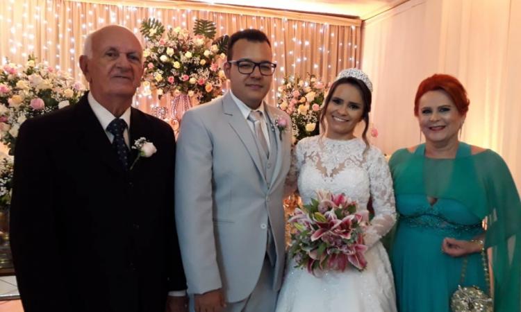 Luiz Alencar e Aparecida com os noivos