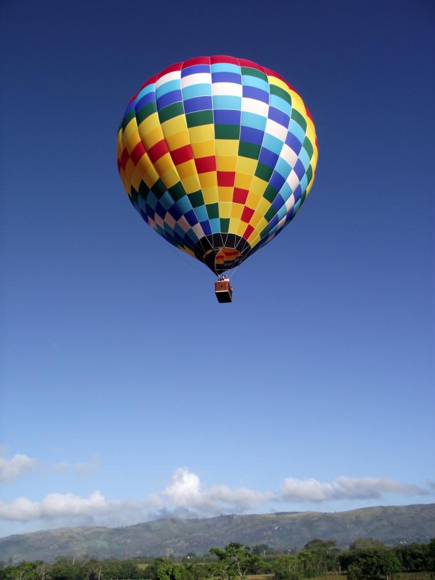 Voo de balão pode ser agendado regularmente e custa R$450 por pessoa