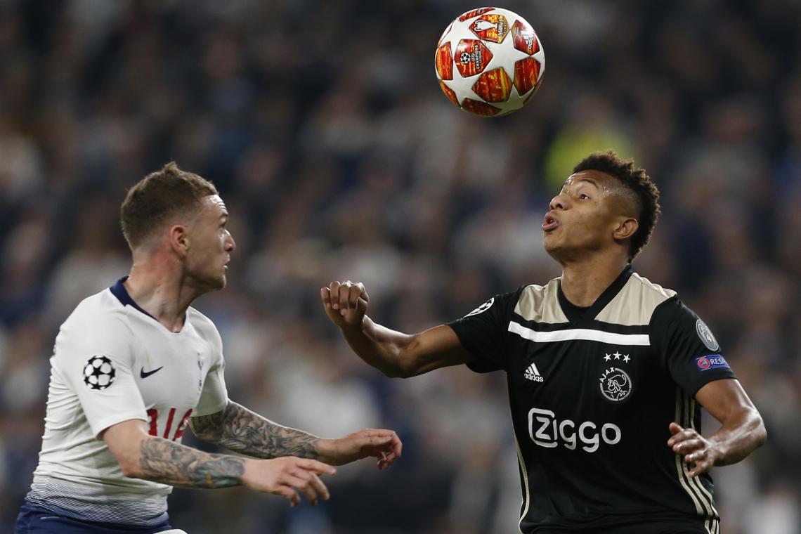 o duelo de ida, na Inglaterra, os holandeses ganharam por 1 a 0