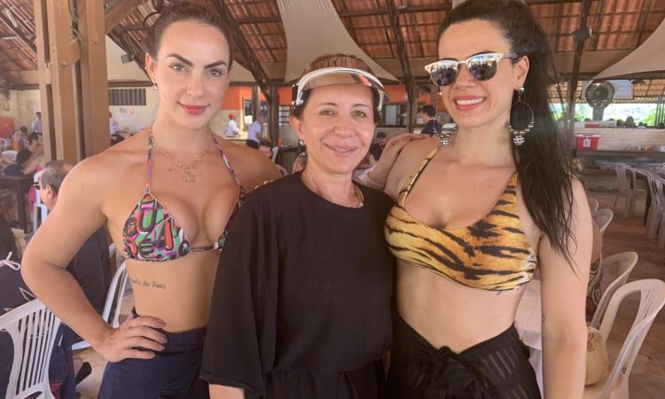 Tânia Mello (ao centro) com Marynna Diogo e Karine Sabóia