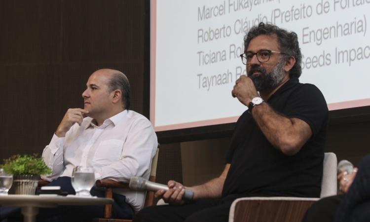 FORTALEZA, CE, BRASIL,  26-04-2019: Prefeito de Fortaleza Roberto Cláudio e jornalista Jocélio Leal, em seminário sobre o Sistema B no auditório da FIEC. (Foto: Alex Gomes/O Povo)