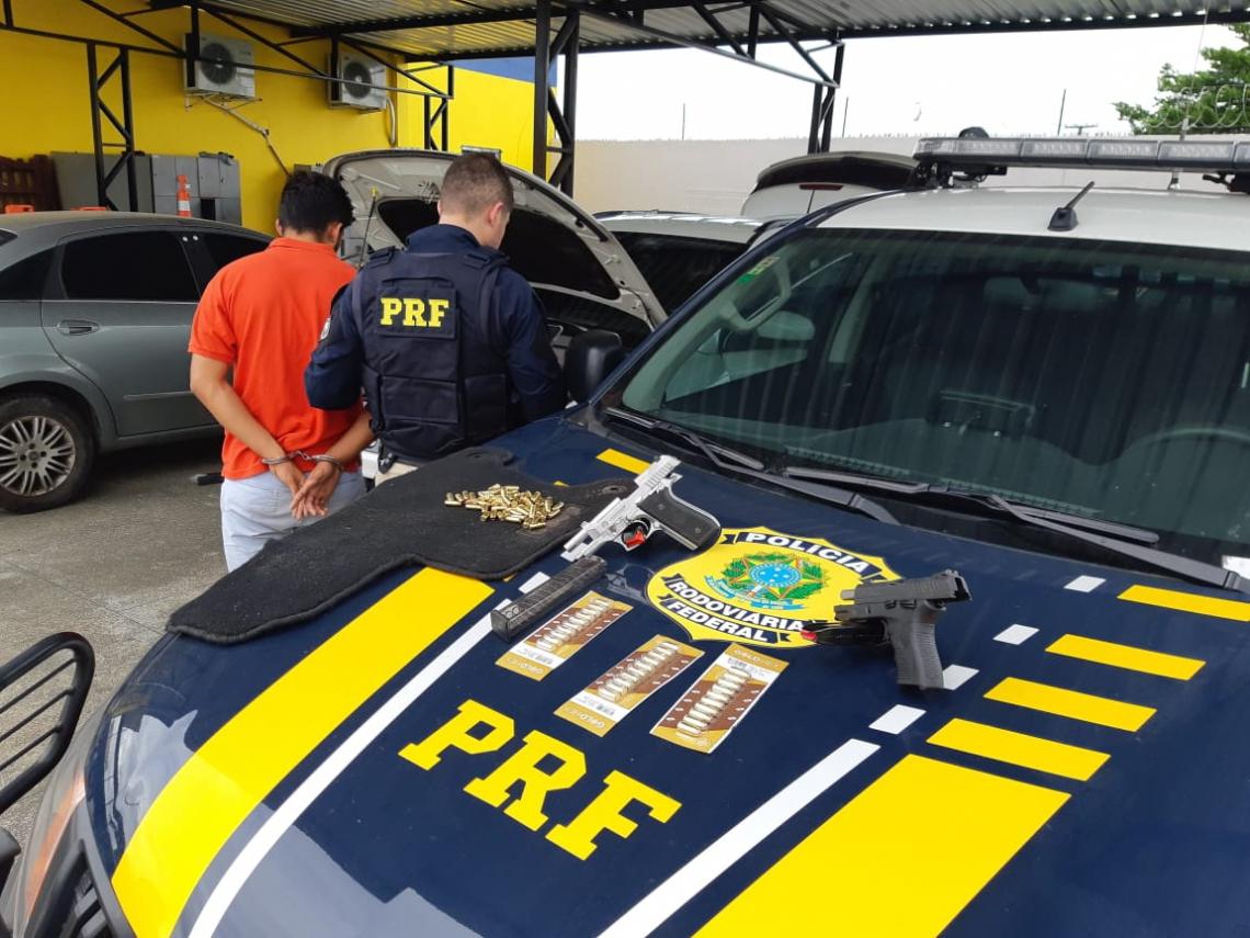 Polícia apreende armas na BR-020, em Canindé.