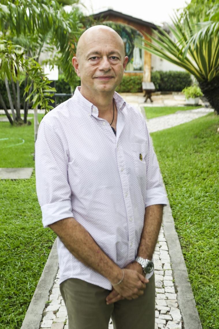 Demétrio trabalha no ramo de locação, hotelaria e self storage. Também criou o Instituto DimiCuida