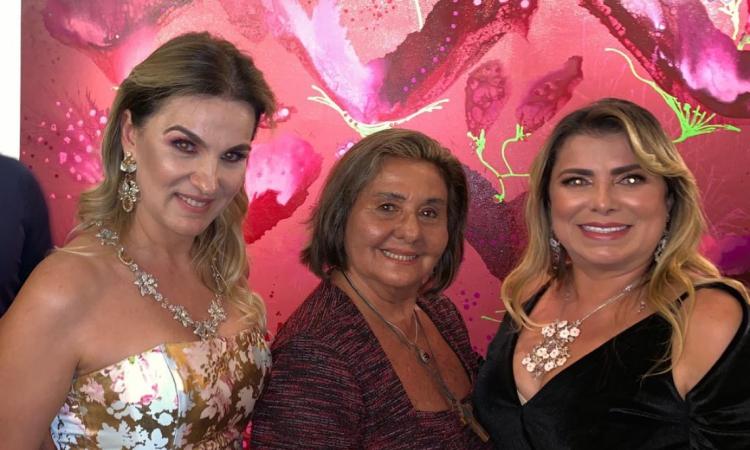 Ana Marcia Albuquerque, cirurgiã plástica Yhelda Felício e artista plástica Cris Cavalcante. Ain da sobre Ana Márcia, suas joias já estrearam no mercado árabe, via Dubai