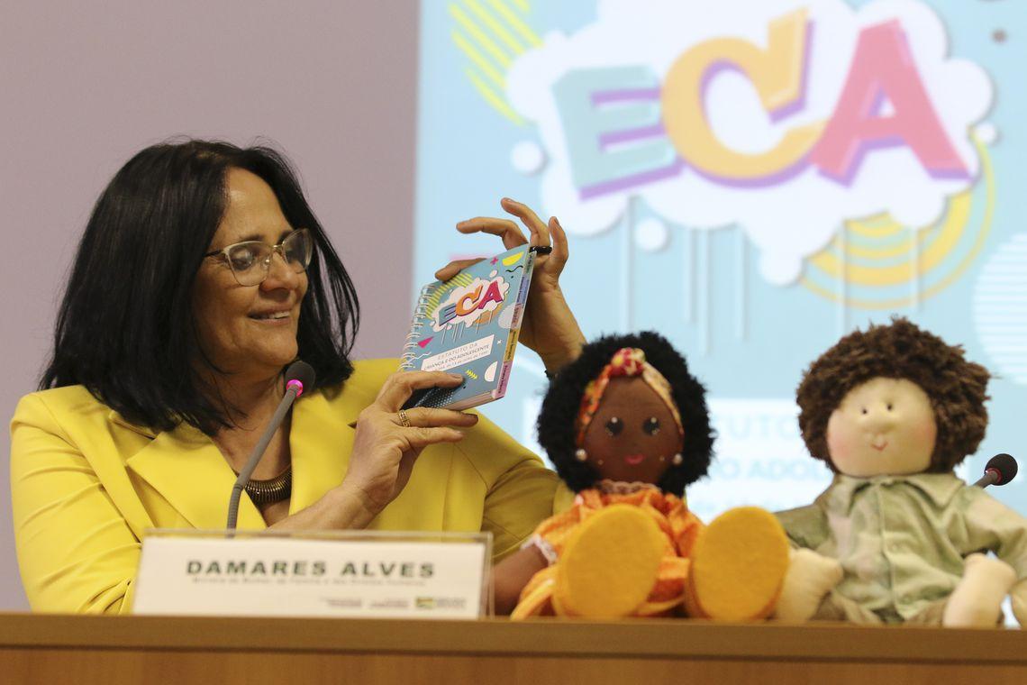 A ministra da Mulher, Família e Direitos Humanos, Damares Alves, lança uma nova versão do Estatuto da Criança e do Adolescente (ECA).