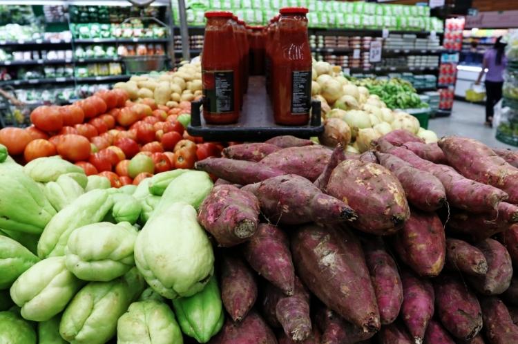 FORTALEZA, CE, BRASIL,  09-05-2019: Frutas da seção de hortifruti do supermercado São Luis da Av. Engenheiro Santana Junior. (Foto: Alex Gomes/O Povo)