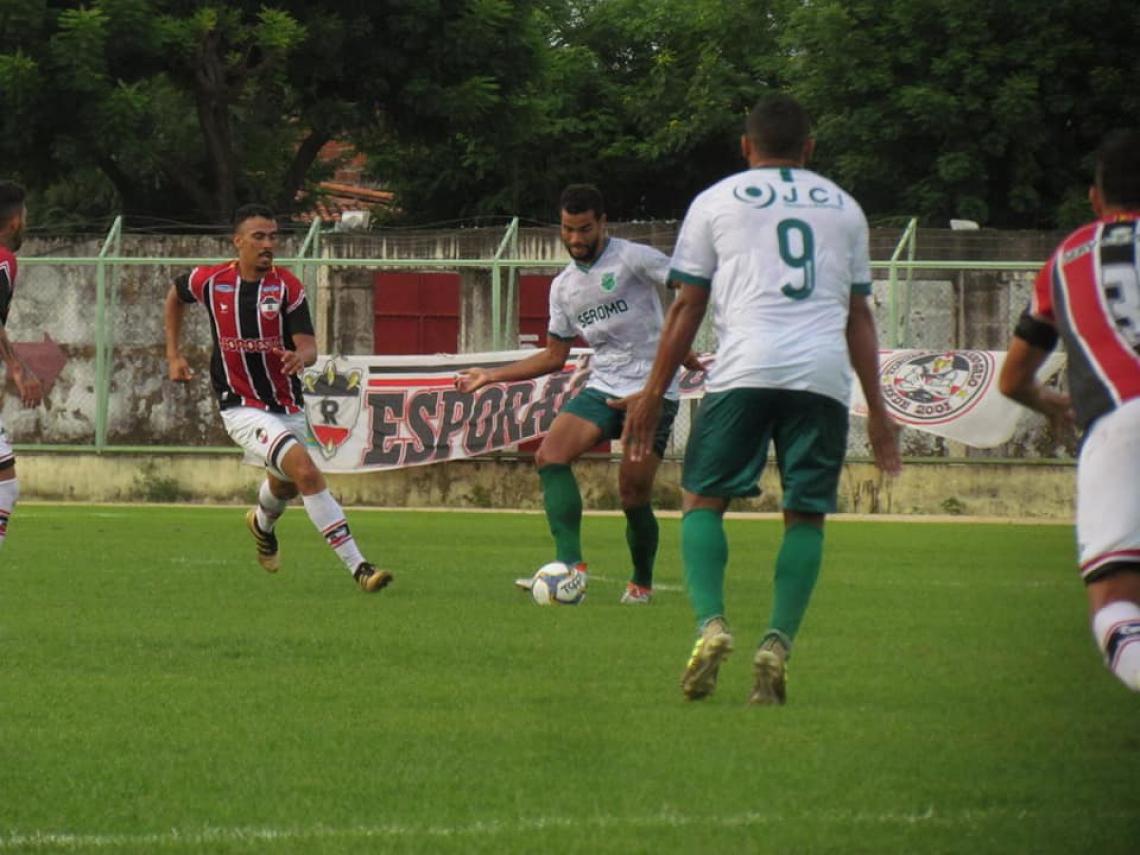 Jogo do Floresta foi disputado no estádio Domingão, em Horizonte.