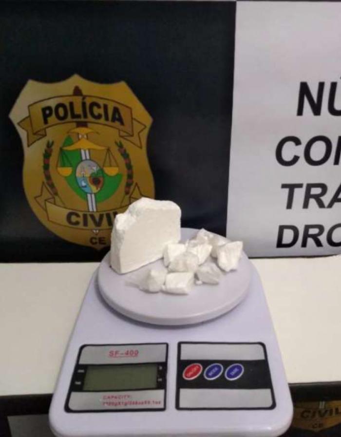 Com um dos suspeitos foi apreendido drogas.