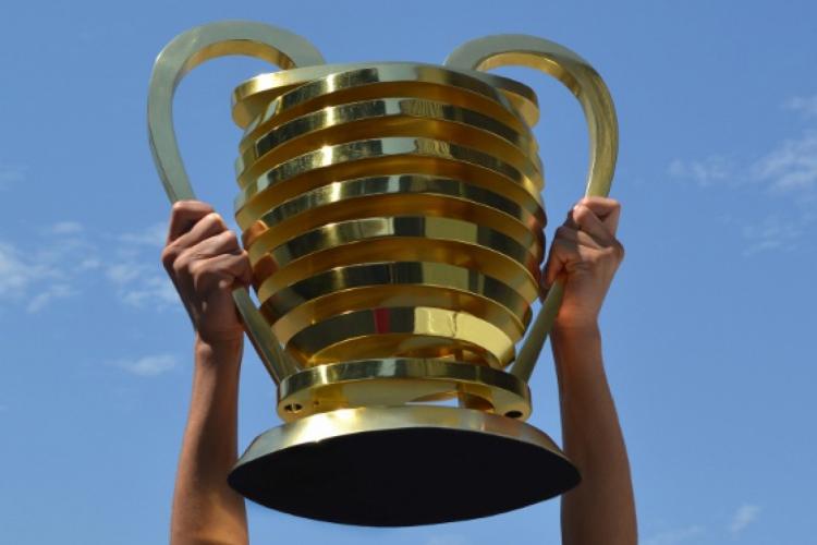 Troféu da Copa do Nordeste, que tem como os dois últimos campeões um time cearense  (Foto: Reprodução/Twitter)