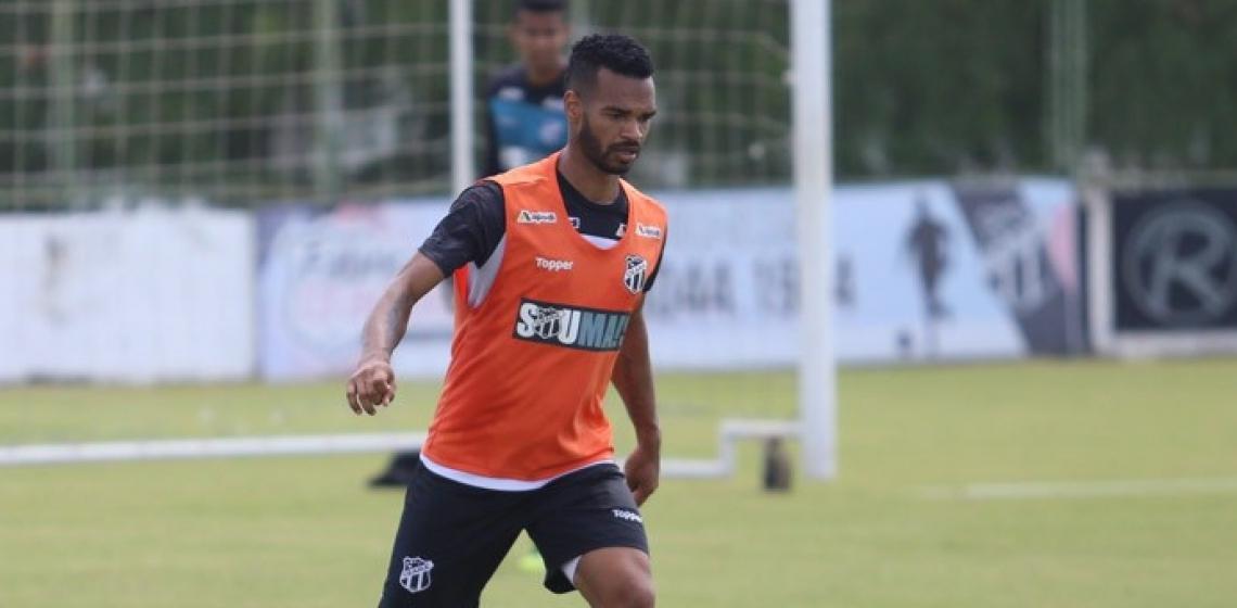 Valdo  começou a temporada como titular, mas perdeu a vaga após o retorno do capitão Tiago Alves