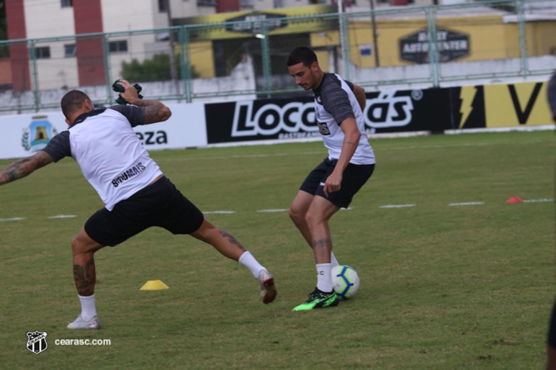 Meia Thiago Galhardo tem treinado bem e estreou fazendo gol