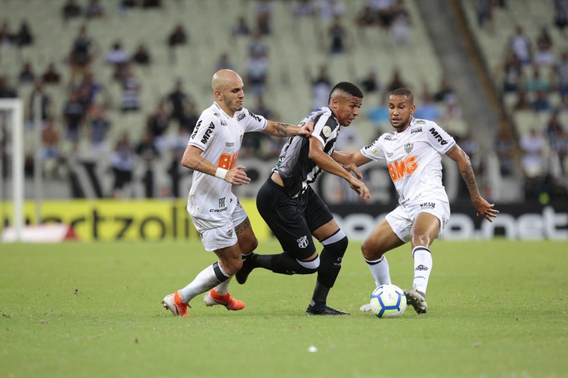 Atacante Bergson (c) disputa vaga com Bueno e Roger no ataque do Ceará