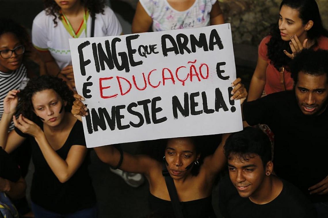 Manifestantes levaram placas para o ato no Campo Grande