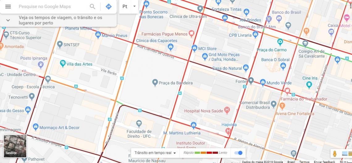 Informações do aplicativo Google Maps sobre o trânsito da região atualizadas às 10 horas