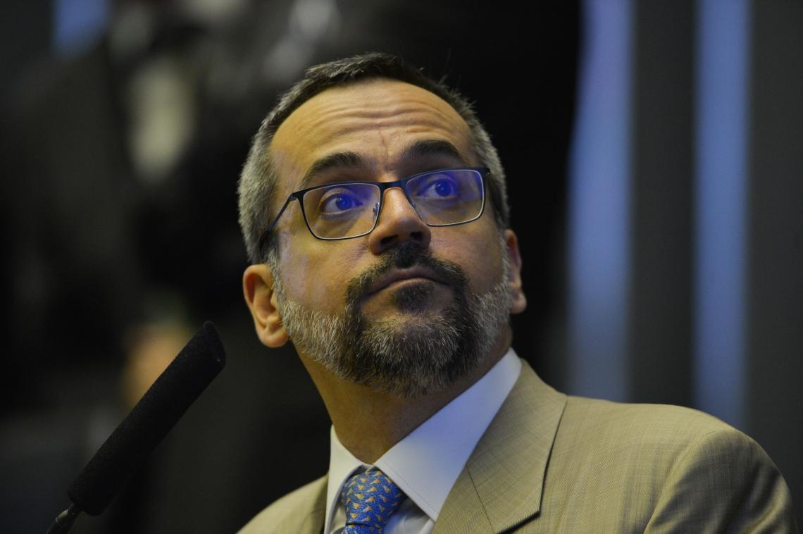 O ministro da Educação, Abraham Weintraub, foi convocado para falar sobre bloqueio de recursos.