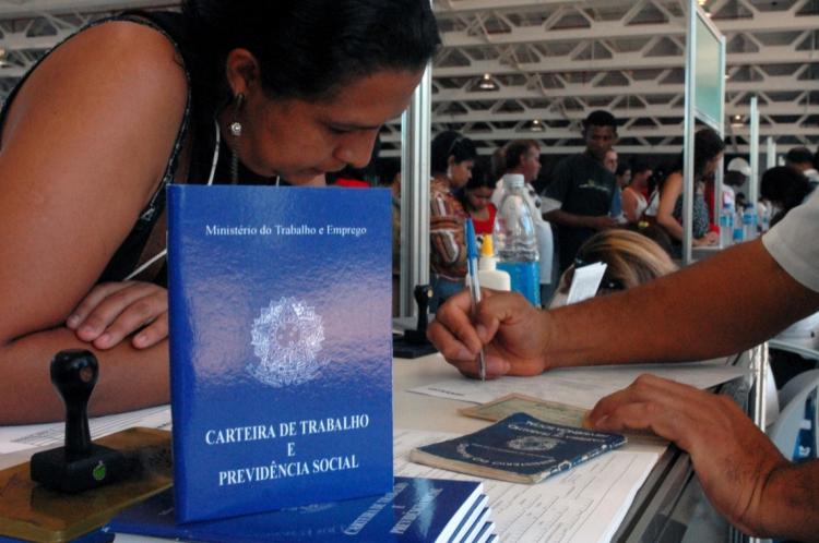 No Brasil, o saldo foi positivo em maio, de 32,1 mil vagas, sendo 1.347.304 contratações e 1.315.164 demissões.