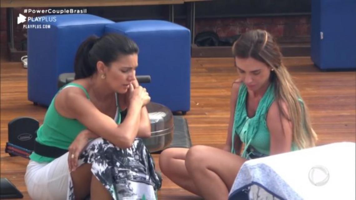 Nicole Bahls e Mariana Felício fazem as pazes.