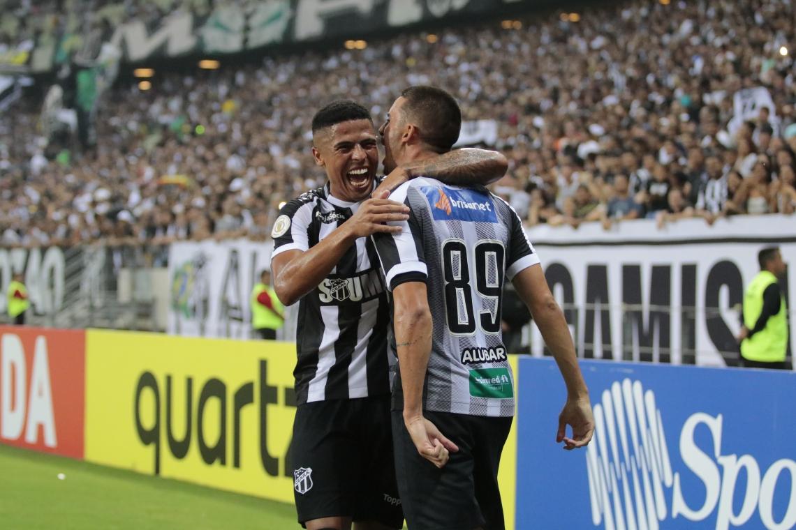 Bergson comemora o 2° gol do Ceará, que confirmou a vitória alvinegra sobre o Grêmio.