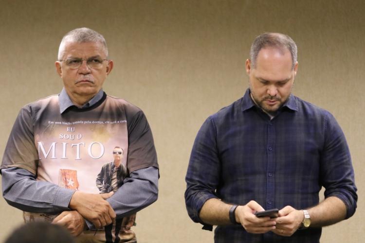 CAVALCANTE (esq.) e Freire (dir.) formam o trio de parlamentares do PSL no Ceará ao lado de André Fernandes (Foto: Fabio Lima)