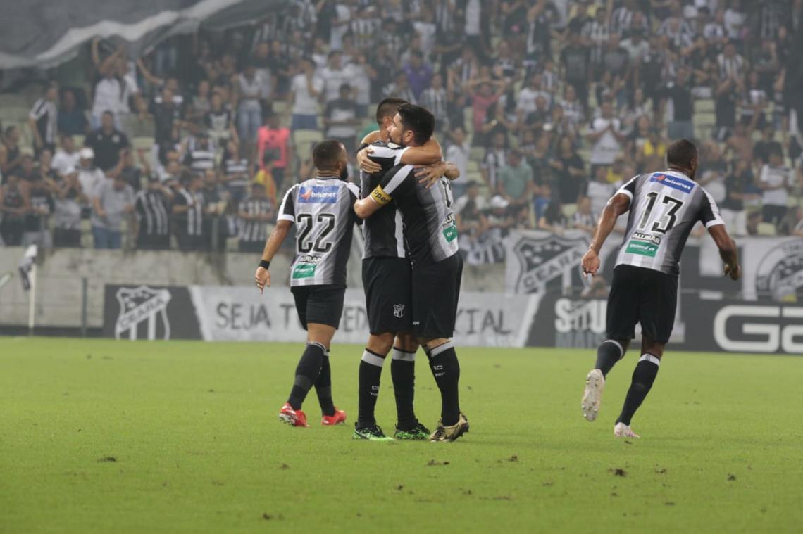 Ricardinho foi o autor do primeiro gol do jogo
