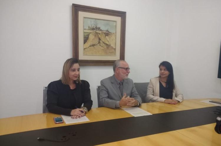 RENA GOMES (DPGV), Marcos Rattacaso (PCCE) e Aline Moreira (Dececa) em coletiva de imprensa sobre operação