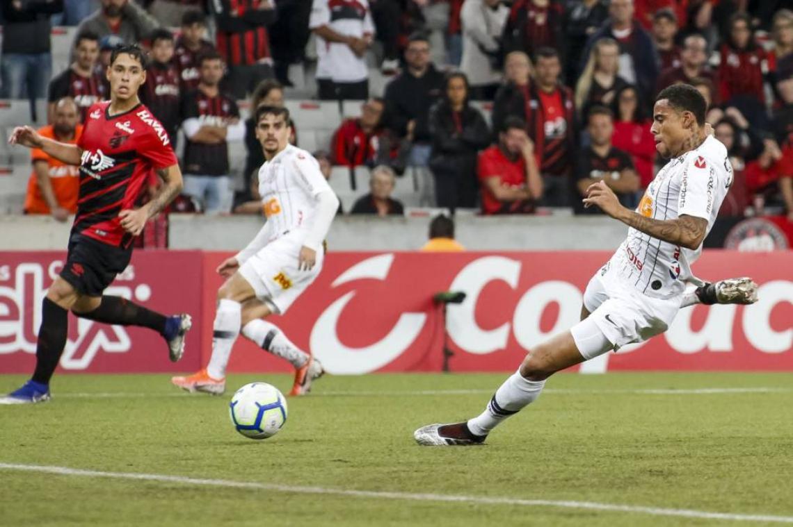 Gustagol teve chance no jogo contra o Athletico, mas passou em branco.