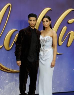 Mena Massoud e Naomi Scott na premiére europeia de Aladdin