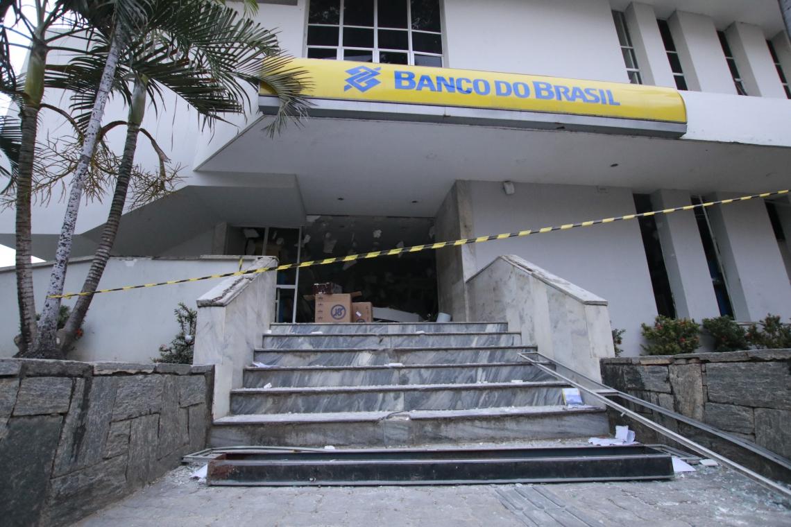 Agência destruída por explosão em Redenção, parte de ataques que vêm ocorrendo há anos no Estado