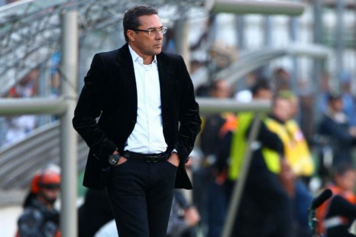 Luxemburgo comandando o Vasco diante do Atlético-MG.
