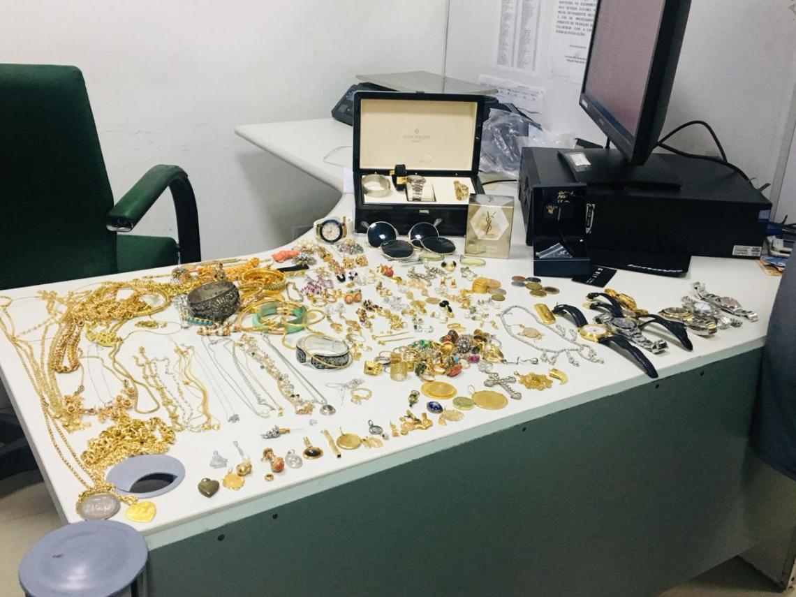 As joias foram avaliadas em R$ 1 milhão.