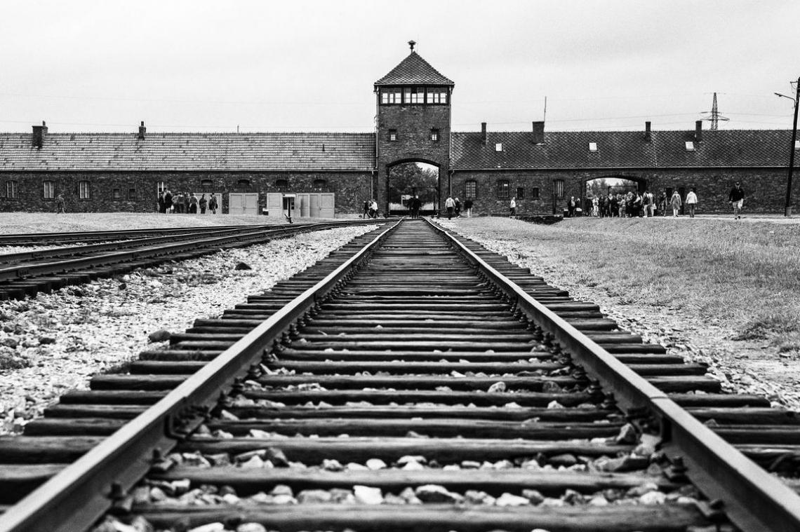 Projeto gravou cenas em Auschwitz, recriando a atmosfera do Holocausto