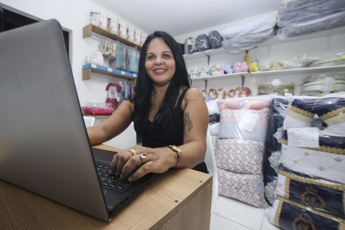 FORTALEZA, CE, BRASIL,  22-05-2019: Cristina Mesquita, 47, empresária, está na estatística de mulheres chafes de família. (Foto: Alex Gomes/O Povo)