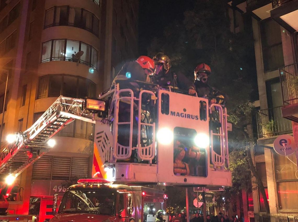 Ação do Corpo de Bombeiros com escada Magirus