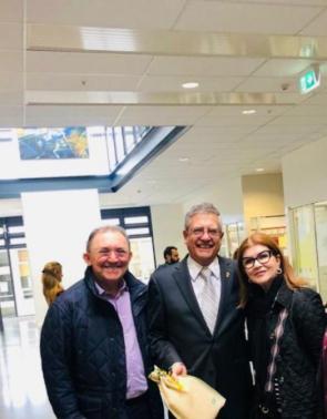Herbenia e Nazareno de Oliveira com Mark Rivalland, diretor do Mount Albert Grammar School, uma das melhores da Nova Zelândia