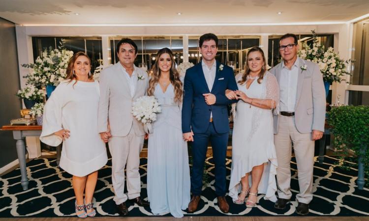 Noivos entre os pais, Teresa e Tarcísio Porto e Valéria e Márcio Parahyba