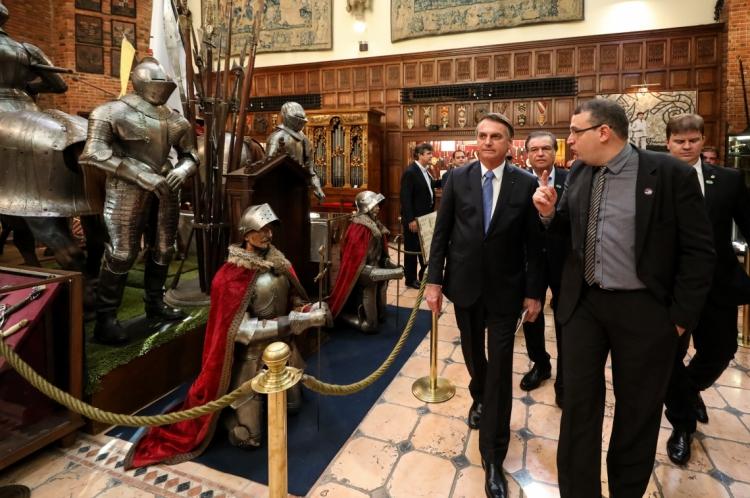 Jair Bolsonaro visitou o Castelo São João, onde está localizada a coleção de Armas Brancas do Instituto Ricardo Brennand